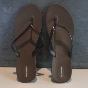 NWT Shoreline sustainable flip-flops bronze 10